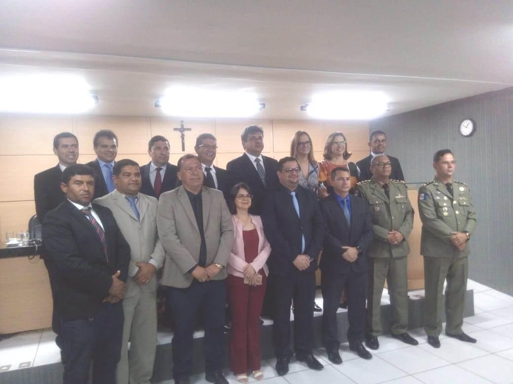 Vídeo: Câmara municipal de Arapiraca homenagear  com titulo de cidadão o coronel Ênio Bolivar e o major Luciano Felizardo