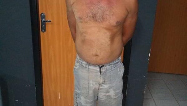 Filha consegue enviar mensagem de socorro para amigo e polícia prende em flagrante pai por estupro: veja mensagem