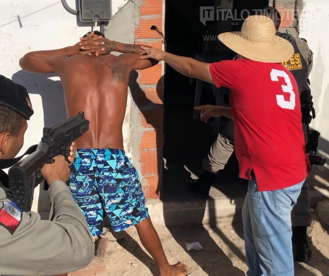 Vídeo: Polícias realizam operação em Delmiro Gouveia e prende 7 pessoas