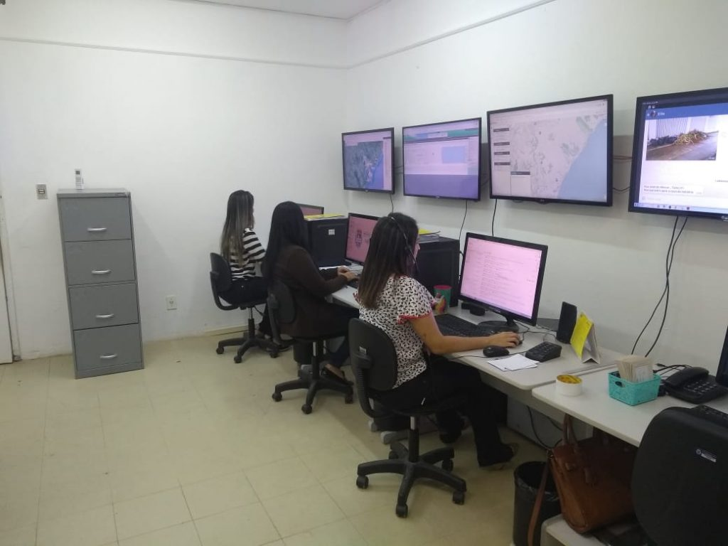 Central recebe solicitações de serviços por telefone