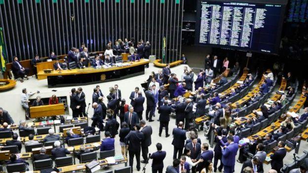 Brasil x Suécia: como vivem e trabalham os políticos nos dois países
