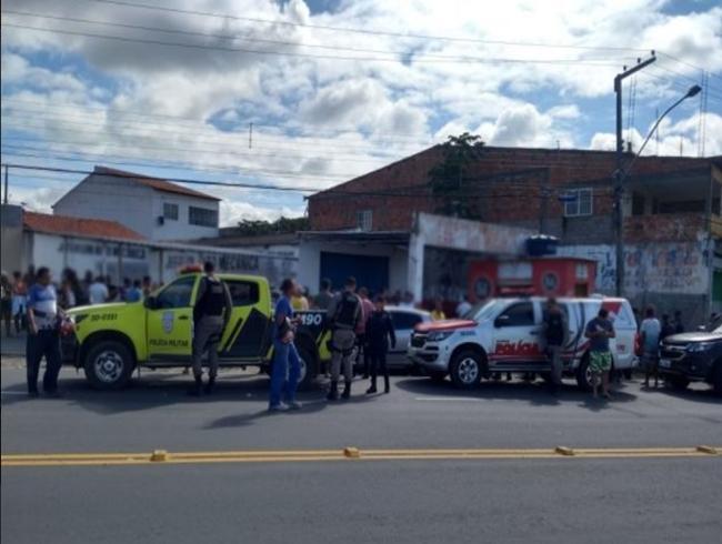 Dois homens são mortos a tiros no centro de Delmiro Gouveia