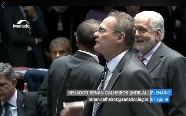 Senador Renan critica decisão da juíza Lebbos em transferir Lula para São Paulo