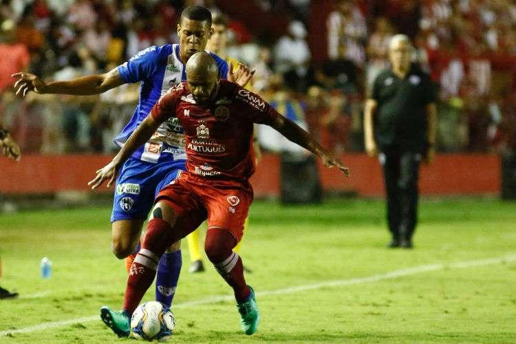 Náutico empata nos acréscimos, vence o Paysandu nos pênaltis e sobe para a série B