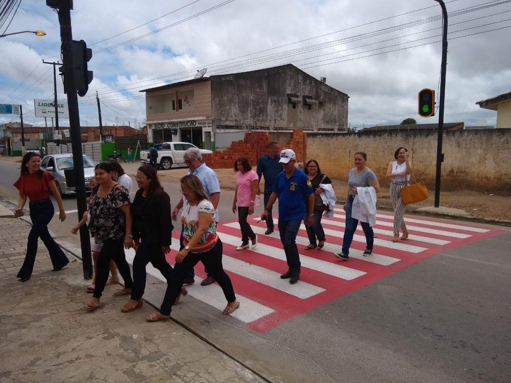 SEMÁFORO DE PEDESTRES E MINITERMINAL DE PASSAGEIROS SÃO INSTALADOS DURANTE SEMANA DO TRÂNSITO
