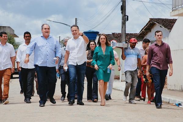 EM MESSIAS Governador Renan Filho anuncia retomada de obras de abastecimento d'água