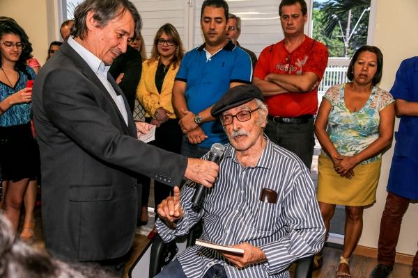 ESTÁVEL Com aneurisma, historiador Dirceu Lindoso é internado na UTI do HGE
