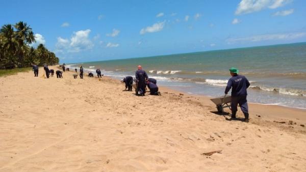 EM JAPARATINGA Reeducandos do regime fechado reforçam limpeza de praias atingidas por óleo em AL