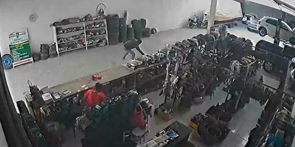 Polícia Civil divulga vídeo que mostra assassinato de dono de oficina em Penedo