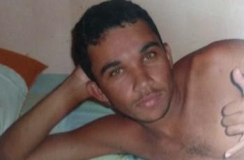 Arapiraca: Homem é morto a tiros enquanto consertava registro de água na porta de casa