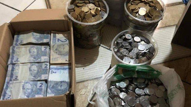 Do carro à casa própria, casal realiza sonhos juntando moedas e notas de R$ 2