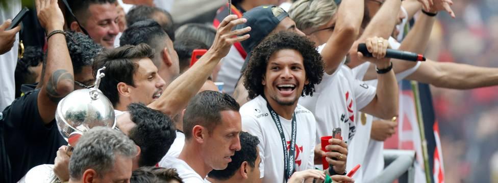 Flamengo é campeão brasileiro após vitória do Grêmio sobre Palmeiras