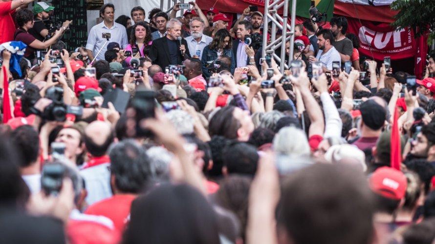 """Lula ataca Bolsonaro e quer Brasil """"sem um governo que não minta tanto"""""""