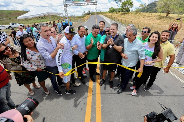 SERRA DA BARRIGA Governador entrega estrada e garante novas obras para o turismo de União dos Palmares