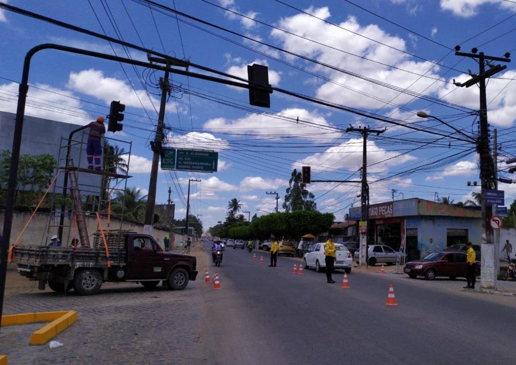 PREFEITURA INICIA ETAPA DE INSTALAÇÃO DE SEMÁFORO DA RUA BENJAMIM FREIRE
