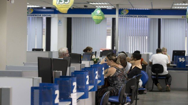 Segurados do INSS começam a receber segunda parcela do 13º salário no dia 25