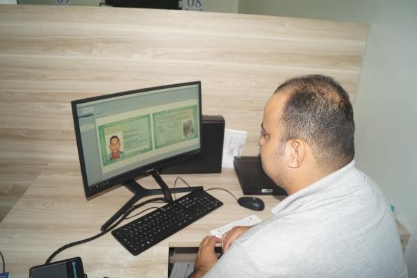 PERÍCIA OFICIAL Sistema do Instituto de Identificação permite ao usuário acompanhar a emissão de RG