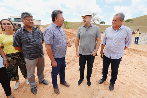 INTEGRAÇÃO Obras de pavimentação avançam nos municípios de Pindoba e Belo Monte