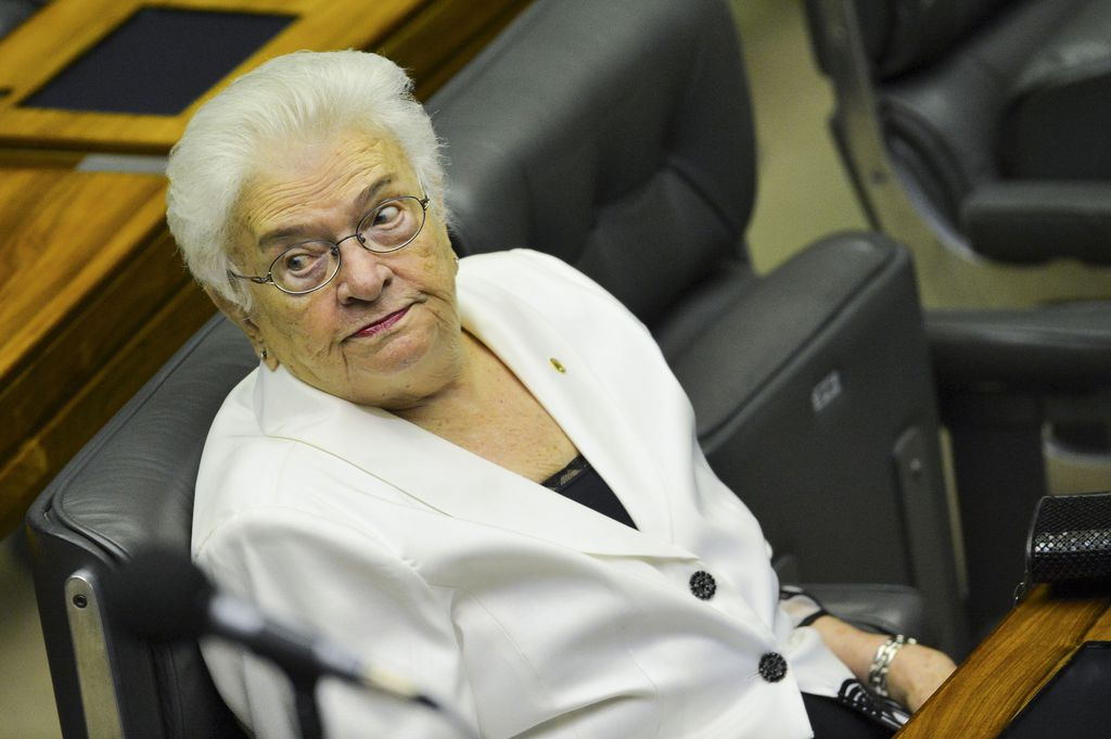 POLÍTICA Mulher, nordestina, de esquerda, idosa e combativa