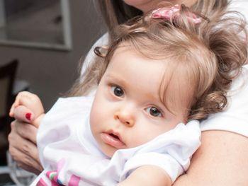 Família de bebê com doença rara realiza ação na Ponta Verde neste domingo (19)