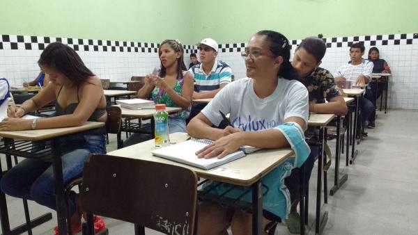 EDUCAÇÃO Vem que Dá Tempo: Programa vai atrair para a escola alunos que abandonaram os estudos
