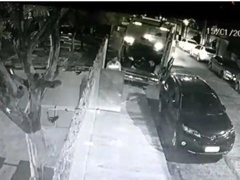 "Vídeo: Gari denunciado por danificar carro relata que praticou o crime por ""instinto"""