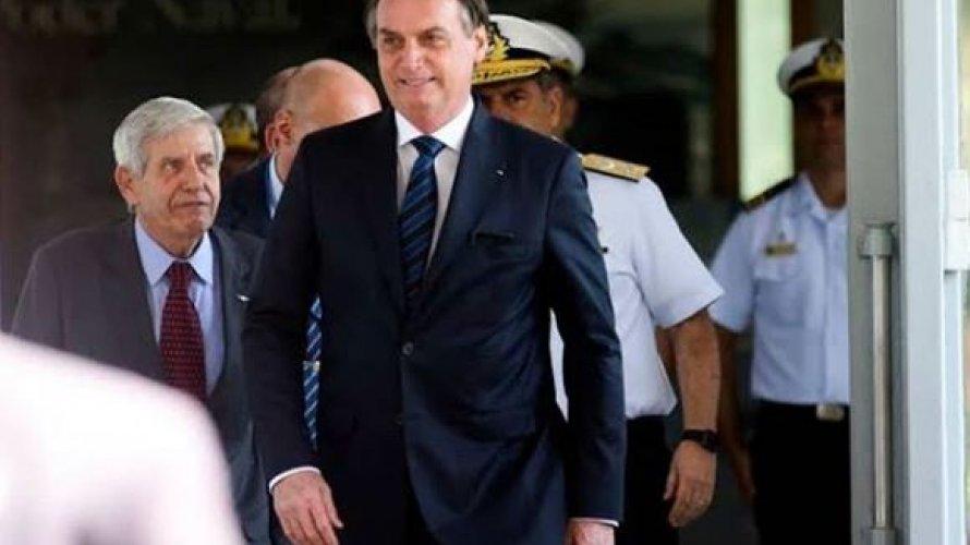 Em conflito com Congresso, Bolsonaro e filho defenderam orçamento impositivo quando eram deputados