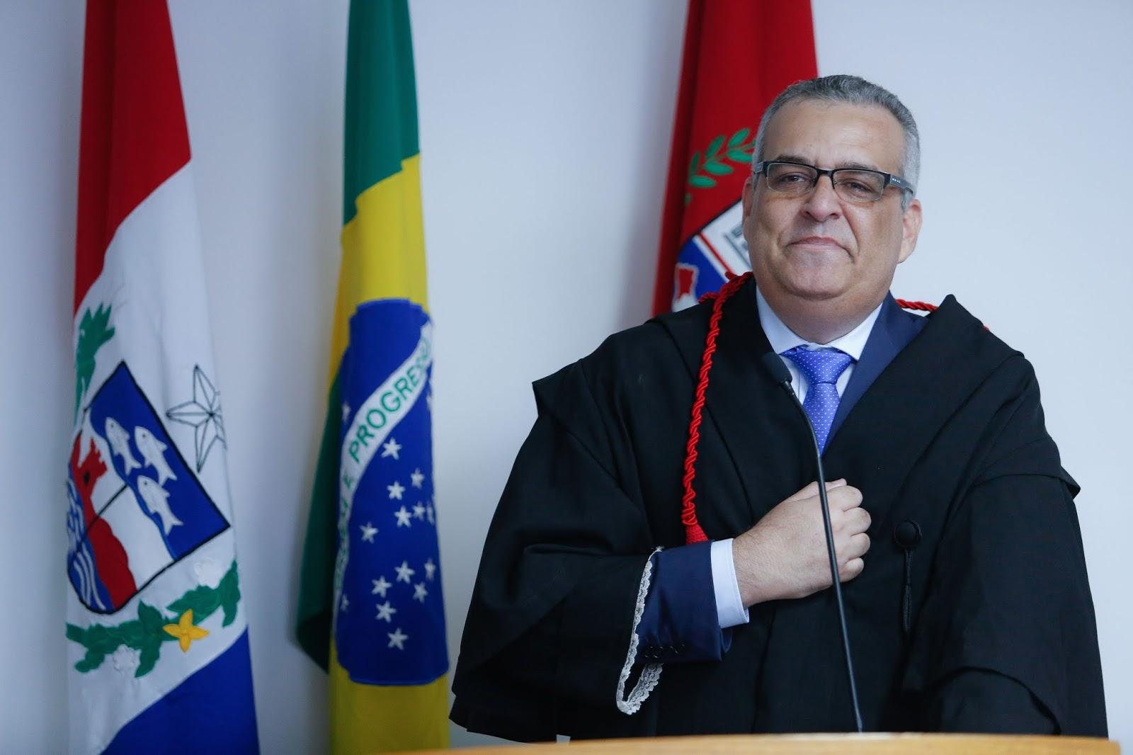 Alfredo Gaspar oficializa saída do MP e anuncia novos desafios