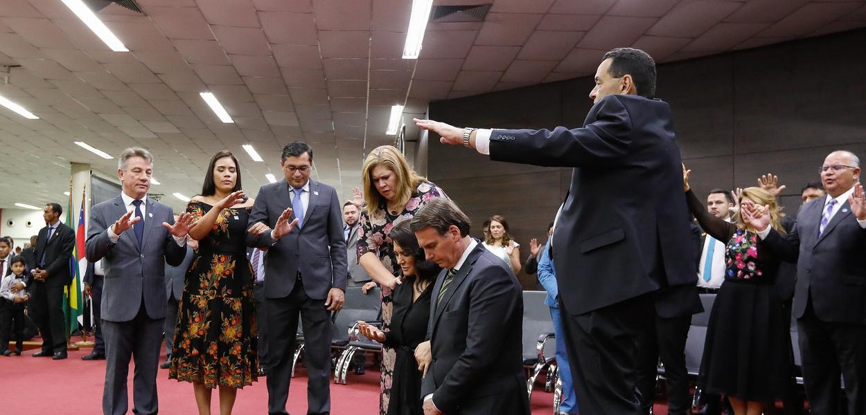 Pastora cobra dízimo do auxílio emergencial e afirma que Deus mandou Bolsonaro dar (vídeo)