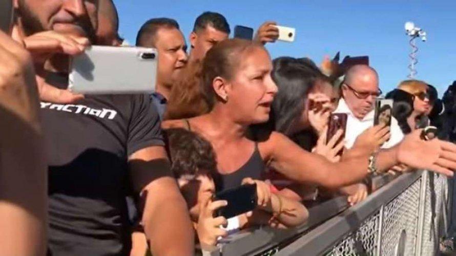 """Professora que pediu """"militares na rua"""" a Bolsonaro é empresária, militante e dá aulas online"""