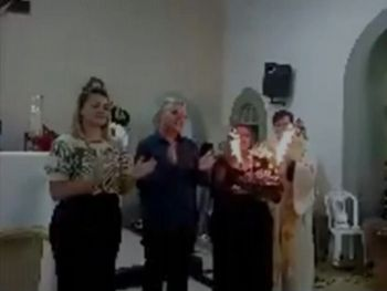 Prefeito ignora isolamento e reúne familiares e convidados em missa para celebrar seu aniversário