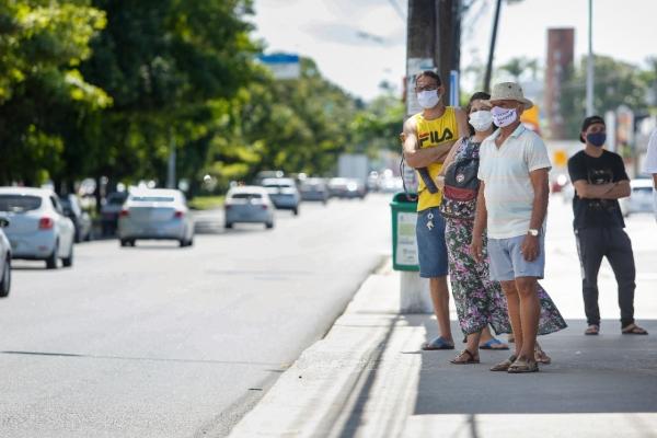 COVID-19 Especialistas alertam: uso de máscaras protege, mas apenas o isolamento salva