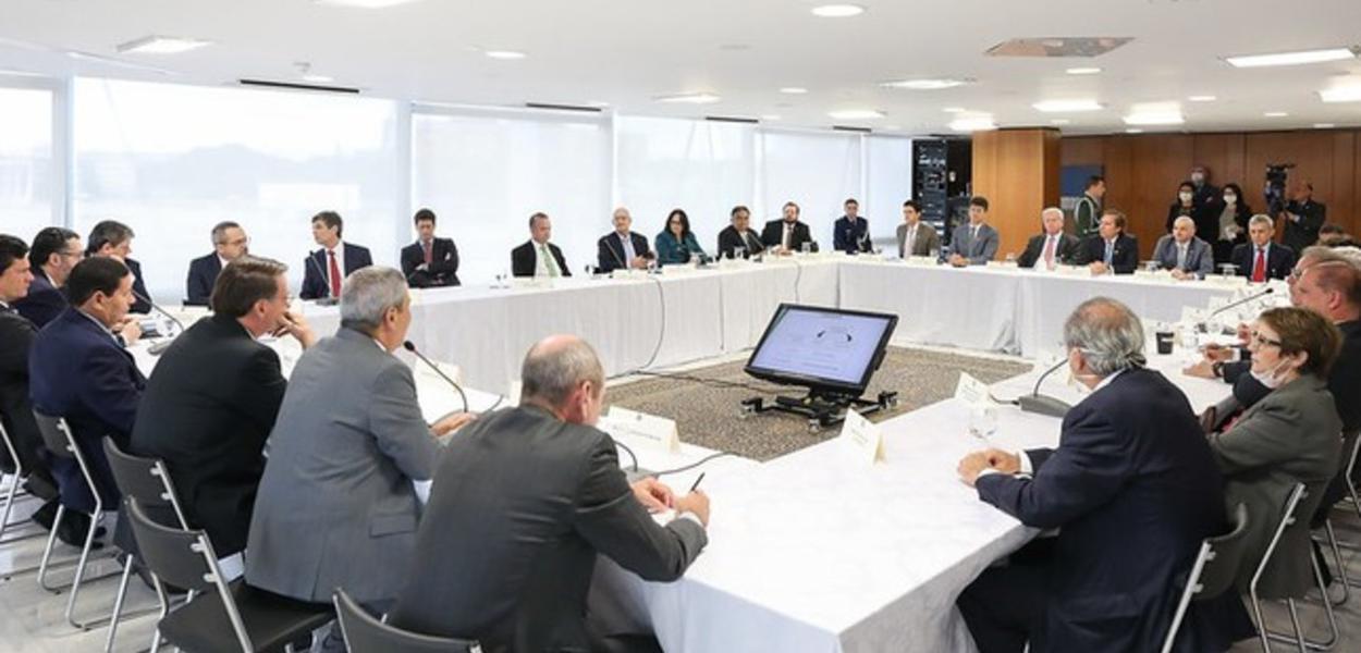 Reunião do Ministério teve de tudo: palavrões, briga entre ministros, discussão sobre PF e críticas à China