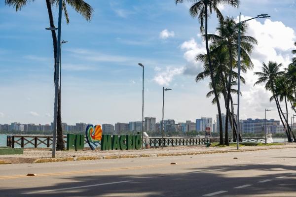 Ir à praia está proibido em Alagoas até 20 de maio para conter coronavírus