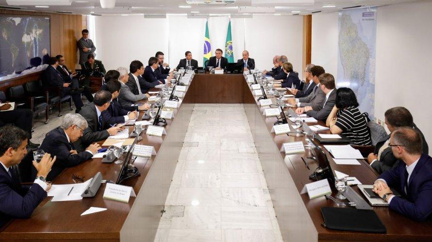 Vídeo de reunião ministerial com Bolsonaro é divulgado