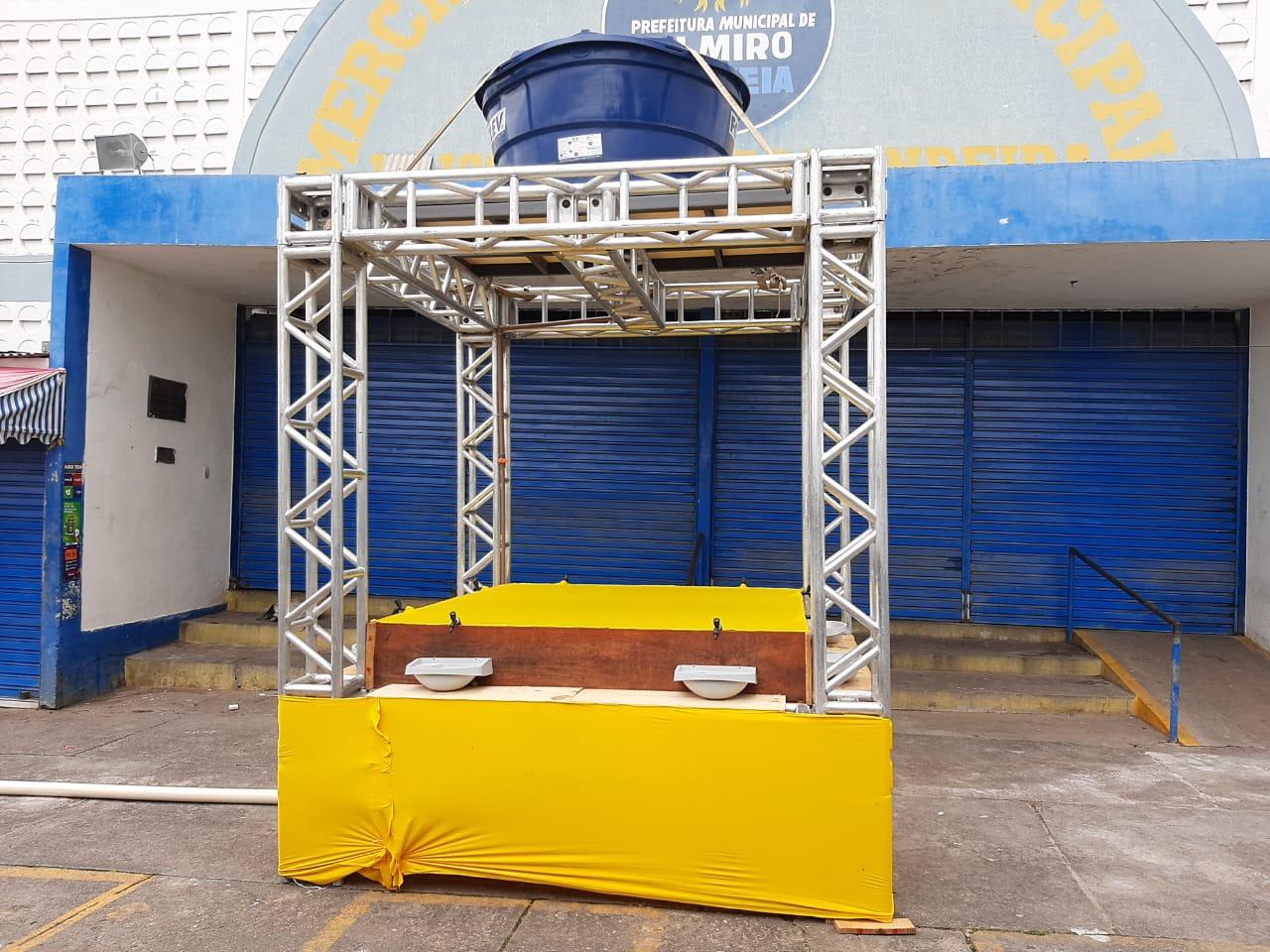 Prefeitura de Delmiro Gouveia instala novos lavatórios na área do Mercado Público e Feira Livre