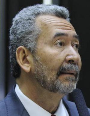Deputado Paulão critica  ataca vice-presidente Mourão