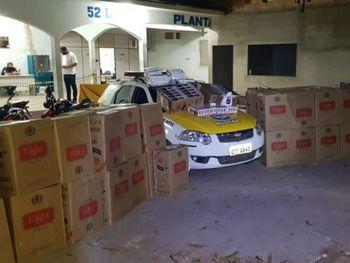Durante blitz, policiais apreendem carga de 100 mil maços de cigarros contrabandeados no interior