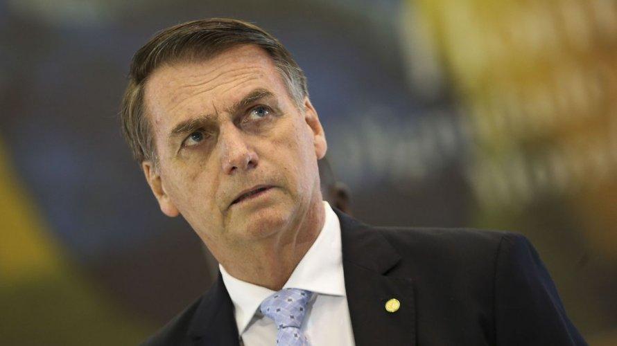 Justificativa de Bolsonaro para presença de Queiroz em Atibaia surpreende aliados do presidente