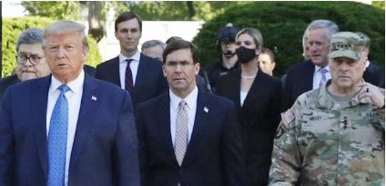 Chefe das Forças Armadas dos EUA pede desculpas por foto com Trump