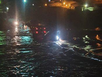 SERTÃO: Motorista com sinais de embriaguez tenta passar em ponte de passagem molhada e acaba caindo com veículo