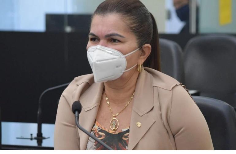 Ângela Garrote diz que irá demitir servidores de Prefeitura que não devolverem dinheiro do auxilio emergencial