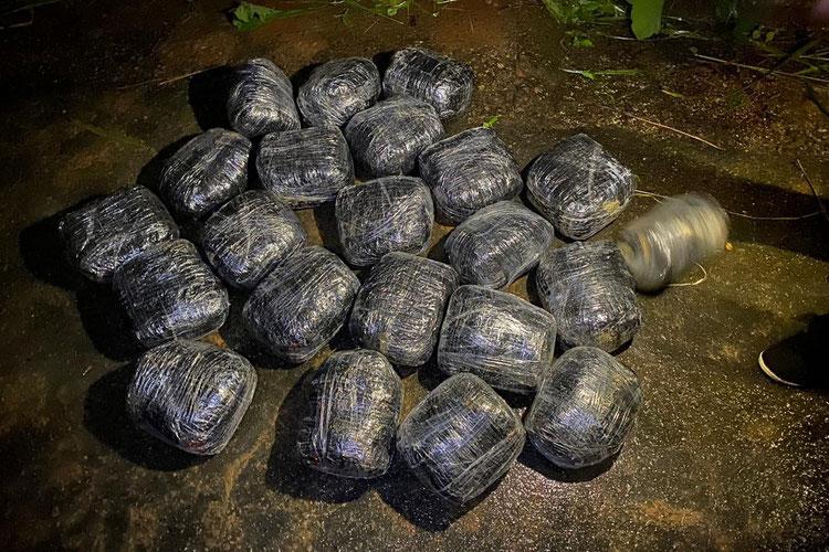 Polícia apreende 20 quilos de drogas após confronto com traficantes