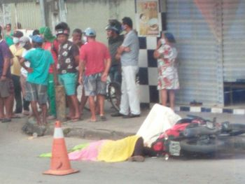 Servidora do Samu morre atropelada, após colisão entre moto e caminhão em Maceió