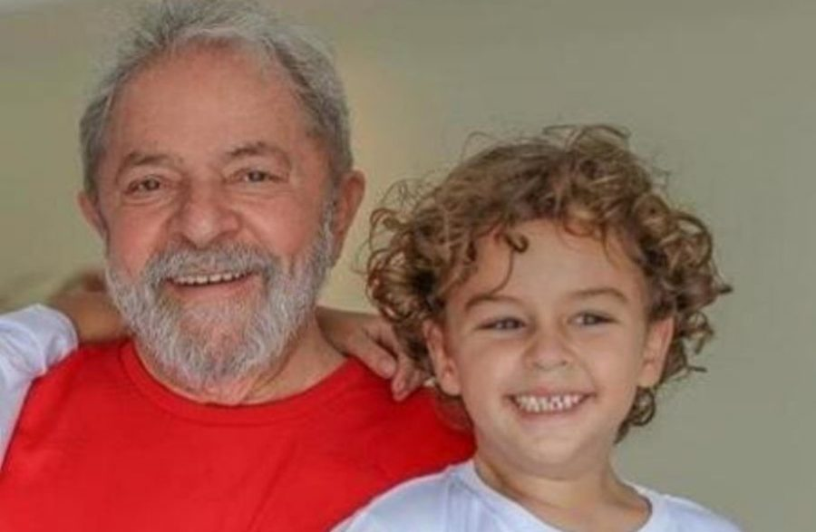 """""""Blogueira"""" que comemorou morte do neto de Lula é, na verdade, um homem escondido em perfil fake"""