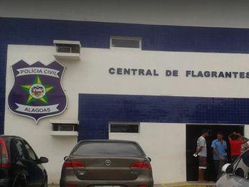 Polícia apreende 10kg de maconha em residência no bairro da Serraria, em Maceió