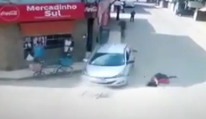 VÍDEO: Mãe e filha, de três anos, são atropeladas por motorista bêbado