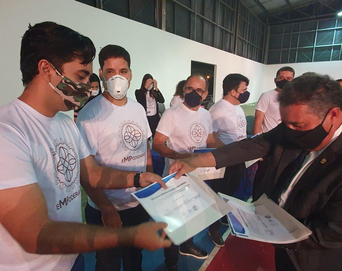 Projetos Recomeçar e MP Empoderador certificam adolescentes e voluntários, em Arapiraca