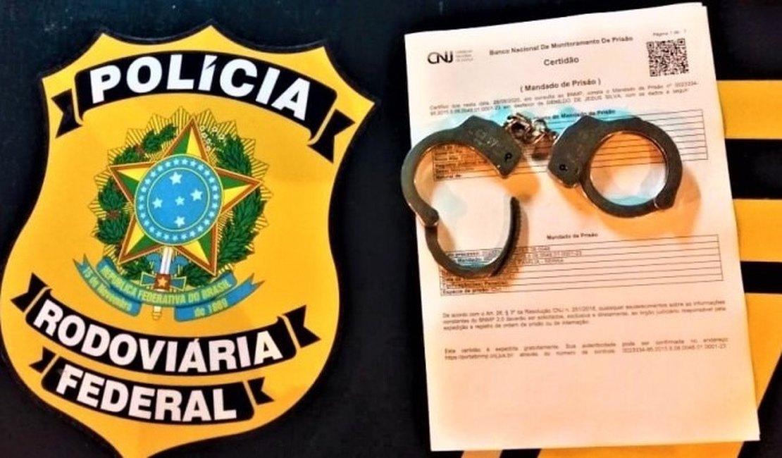 Foragido da justiça é preso pela PRF na BR-101 em São Sebastião