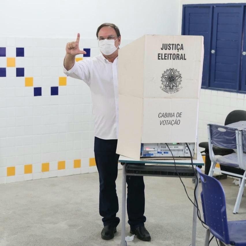 Luciano vota e agradece apoio e confiança do povo de Arapiraca
